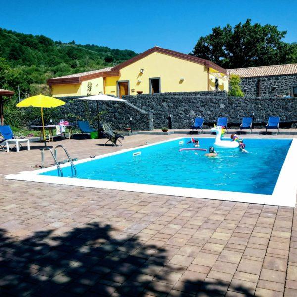 agriturismo_piscina_estate